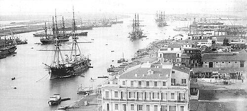 Auf die Suezkanal-Passage wartende Schiffe in Port Said um 1880
