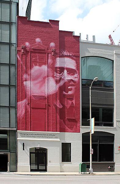 Schatz Building, Chicago, mit einem Porträt des ehemaligen Mieters László Moholy-Nagy über dem Eingang 610 N. Fairbanks Court.
