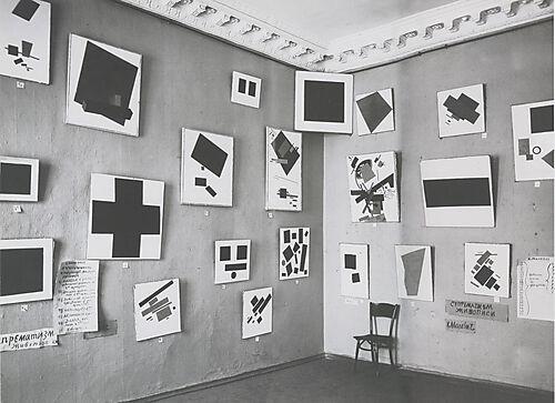 Fotografie, Kazimir Malevich, Die 0,10 Ausstellung mit dem Schwarzen Quadrat in Petrograd