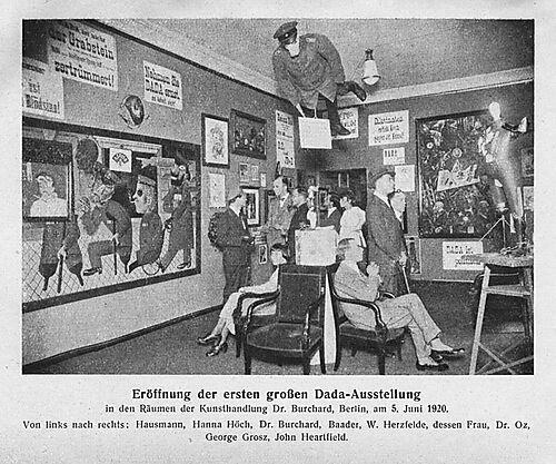 Fotografie, Eröffnung der ersten großen Dada-Ausstellung