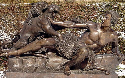 Bronze-Plastik im Park von Schloss Sanssouci in Potsdam