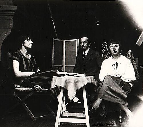 Fotografie, Nelly van Doesburg, Piet Mondrian und Hannah Höch im Studio von Theo van Doesburg